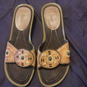 Bass leather flower sandals